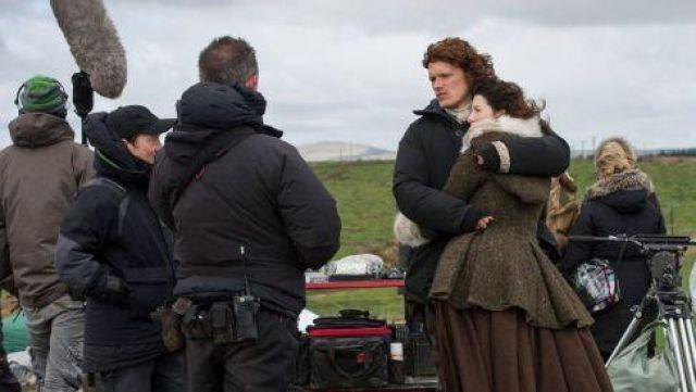 Fashion Trends 2021: Coat with white fur on Claire Fraser (Caitriona Balfe) seen in Outlander Season 1 Episode 4