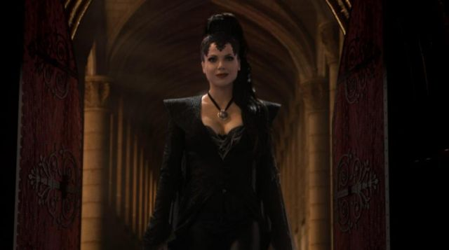 Fashion Trends 2021: Complete outfit black, Regina Mills (Lana Parrilla) seen in Once upon a time Season 1 Episode 1