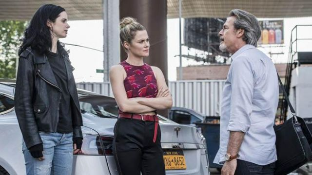 Fashion Trends 2021: Crop top bordeaux to the printed red of Trish Walker (Rachael Taylor in Jessica Jones Season 2 Episode 4