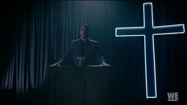 Fashion Trends 2021: Cross light of the church of father Elijah Bledsoe (Lamman Rucker) seen in South of Hell