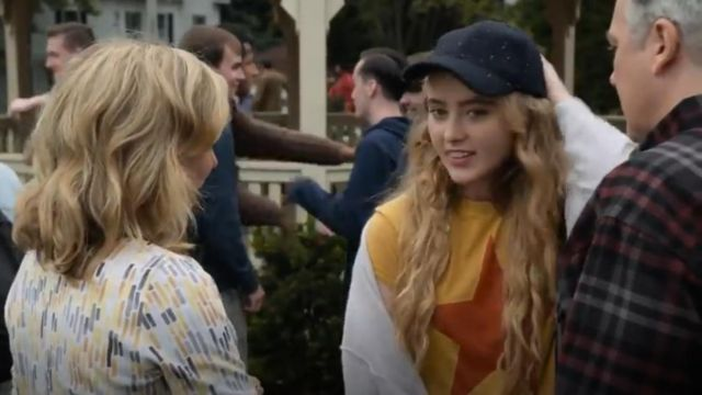 Day by Daydreamer Star Graphic Tee outfit worn by Allie Pressman (Kathryn Newton) in The Society (S01E01) - TV Show Outfits and Products