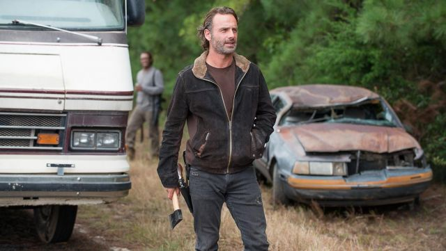 Fashion Trends 2021: Denim jacket and fur collar of Rick Grimes in The Walking Dead Season 6E12