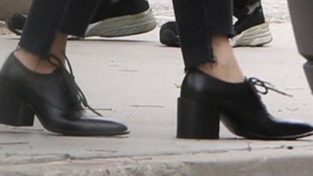 Derbies of Ally Mayfair (Sarah Paulson) seen in American Horror Story : Cult (Season 7 Episode 1) - TV Show Outfits and Products