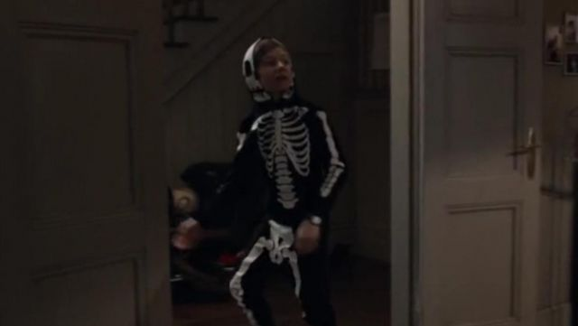 Fashion Trends 2021: Disguise of a skeleton outline in the Dark Season 1 Episode 1