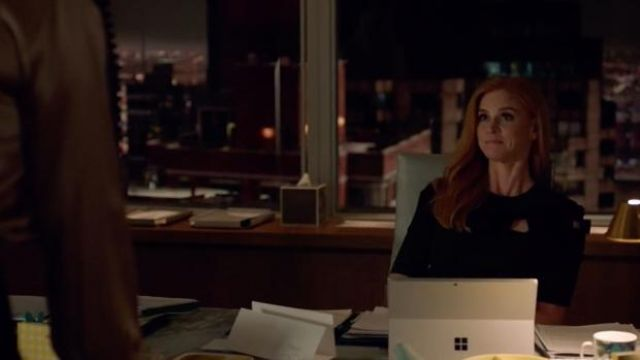 Dress at the nodes Fendi Donna Paulsen (Sarah Rafferty) seen in Suits : Lawyers-to-Measure Season 8 Episode 6 - TV Show Outfits and Products