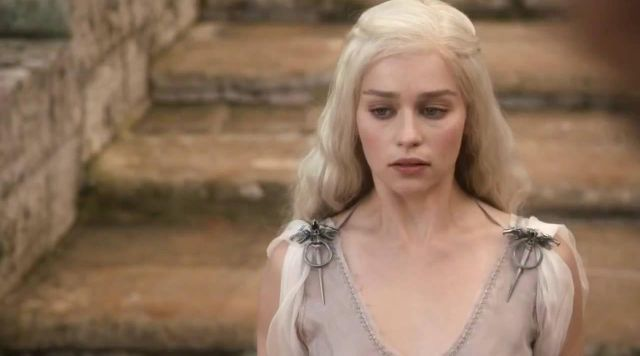 Fashion Trends 2021: Dress of Daenerys (Emilia Clarke) seen in her meeting with Khal Drogo in Game of Thrones Season 1 Episode 1
