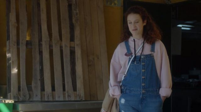 Dungarees in jean de Marina (María Pedraza) seen in Elite Season 1 Episode 2 - TV Show Outfits and Products