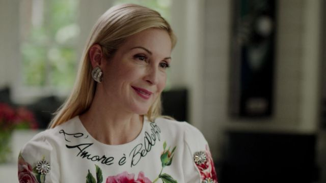 Earrings Oscar de la Renta outfit worn by Melissa Daniels (Kelly Rutherford) seen in Dynasty Season 2 Episode 3 - TV Show Outfits and Products
