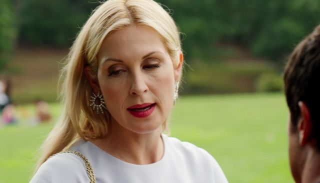 Earrings Oscar de la renta Melissa Daniels (Kelly Rutherford) seen in Dynasty (Season 2 Episode 1) - TV Show Outfits and Products