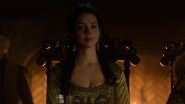 Earrings of Queen Mary Stuart (Adelaide Kane) seen in Reign : The Fate of a queen (Season 4E12) - TV Show Outfits and Products
