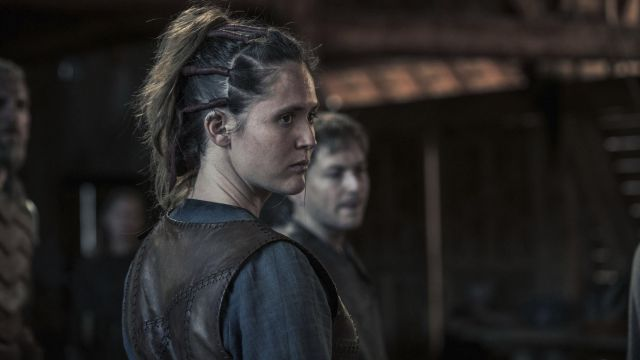 Earrings vikings of Brida (Emily Cox) seen in The Last Kingdom Season 2 Episode 4 - TV Show Outfits and Products