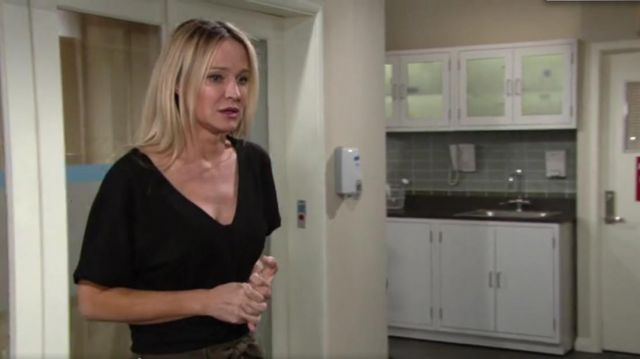 Eileen Fisher Short Sleeve Swing Top outfit worn by Sharon Collins Newman (Sharon Case) as seen in The Young and the Restless May 2019 - TV Show Outfits and Products