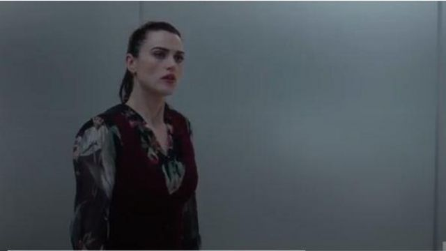 Elie tahari floral long sleeve button front blouse outfit worn by Lena Luthor (Katie McGrath) in Supergirl Season 05 Episode 02 - TV Show Outfits and Products
