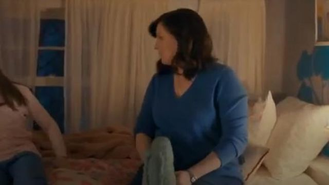 Everlane blue the cashmere V-neck outfit worn by Jo (Allison Tolman) in Emergence Season 1 Episode 1
