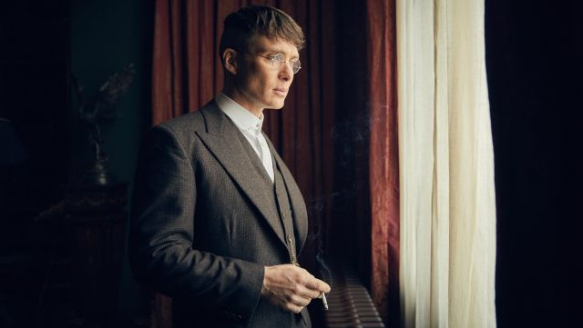 Fashion Trends 2021: Fake club collar round Thomas Shelby (Cillian Murphy) seen in Peaky Blinders Season 4 Episode 3