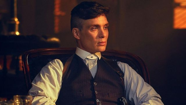 Fashion Trends 2021: False collar, white with pin-Thomas Shelby (Cillian Murphy) seen in Peaky Blinders Season 2 Episode 1