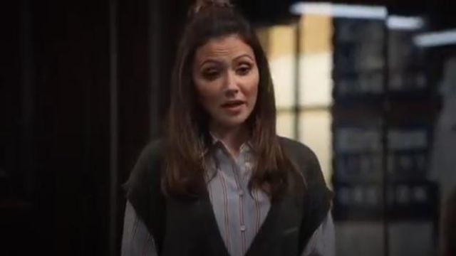 Frame Silk Button-Front Blouse outfit worn by Emily Rhodes (Italia Ricci) in Designated Survivor (Season 03 Episode 04) - TV Show Outfits and Products