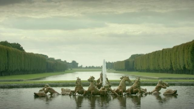 Fashion Trends 2021: Gardens of the palace of Versailles in Versailles Season 1 Episode 1