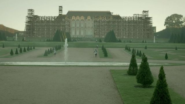 Fashion Trends 2021: Gardens of the palace of Versailles in Versailles Season 1E10