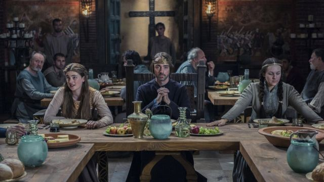 Glass decanter in The Last Kingdom Season 2 Episode 3 - TV Show Outfits and Products
