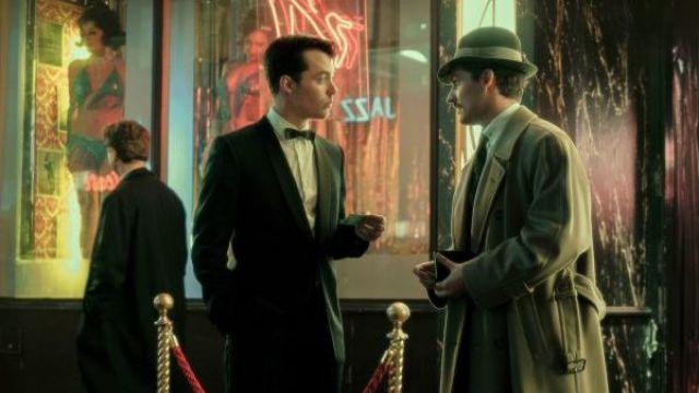 Gray hat outfit worn by Thomas Wayne (Ben Aldridge) as seen in Pennyworth (Season 01) - TV Show Outfits and Products