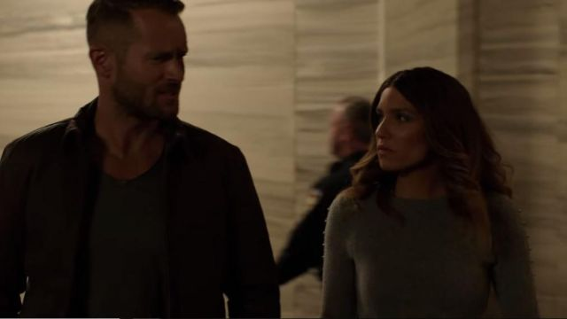 Gray sweater of Dinah Drake (Juliana Harkavy) seen in Arrow Season 6E10 - TV Show Outfits and Products