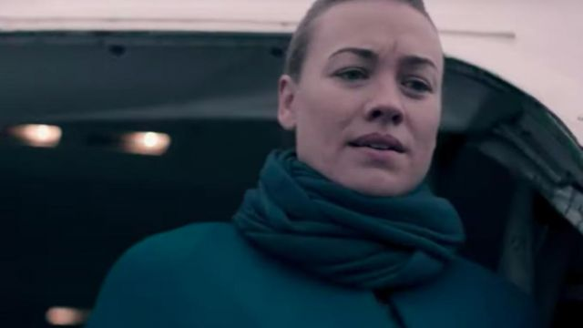Green scarf outfit worn by Serena Joy Waterford (Yvonne Strahovski) in The Handmaid's Tale (S03E05) - TV Show Outfits and Products