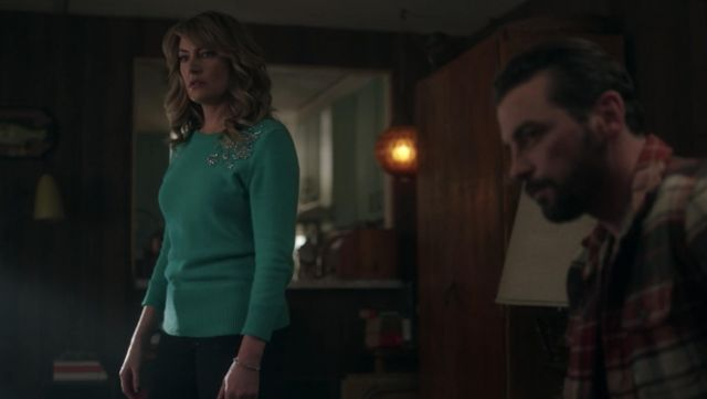 Green sweater adorned with Alice Cooper's (Mädchen Amick) seen in Riverdale Season 2E17 - TV Show Outfits and Products