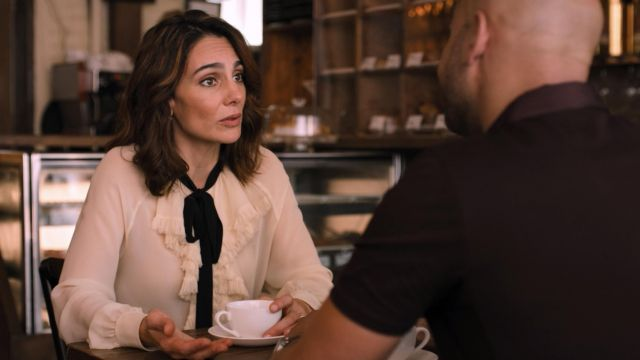 Fashion Trends 2021: Gucci Ruffled Bow Blouse outfit seen on Samantha Delmonico (Annie Parisse) in Friends from College S02E05