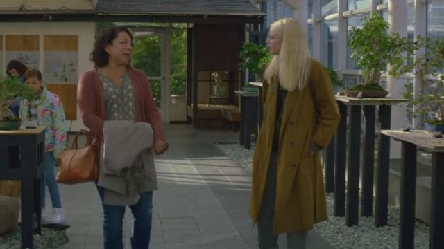 Hand bag orange of Patricia Lugo (Selenis Leyva) seen in Maniac (Season 1 Episode 2) - TV Show Outfits and Products
