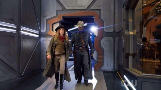 Fashion Trends 2021: Hat of Sara Lance (Caity Lotz) seen into the Legends of Tomorrow Season 2 Episode 6