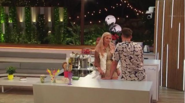 I Saw It First Nude Colourblock Denim Jacket outfit worn by Amy Hart in Love Island (S05E06) - TV Show Outfits and Products