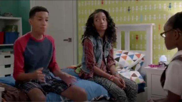 J Brand Skinny Stretch Jeans outfit worn by Zoey Johnson (Yara Shahidi) in black-ish (Season01 Episode05) - TV Show Outfits and Products