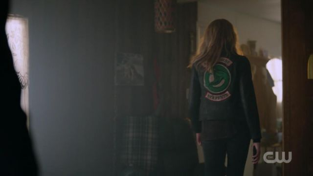 Fashion Trends 2021: Jacket Southside Snakes for woman in Riverdale (S2E7)