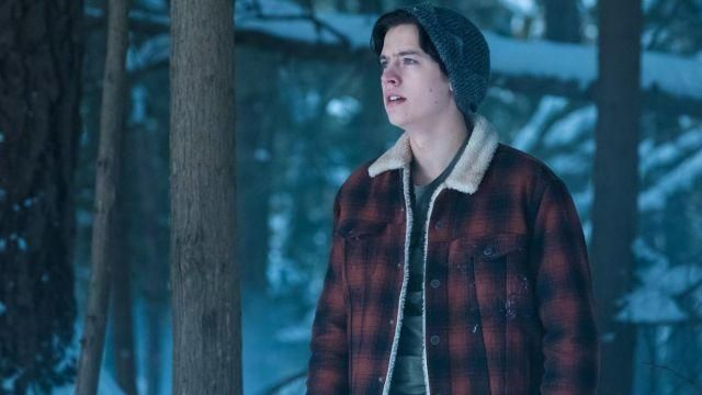 Fashion Trends 2021: Jacket plaid red and black of Jughead Jones (Cole Sprouse) seen in Riverdale Season 1E13