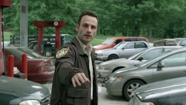 Fashion Trends 2021: Jacket shériff of Rick Grimes (Andrew Lincoln) seen in The Walking Dead Season 1 Episode 1