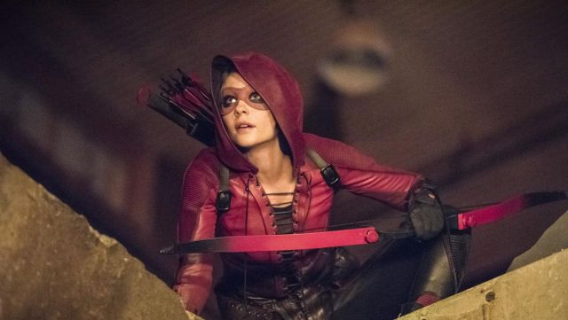 Fashion Trends 2021: Jacket / the jacket red to Thea Queen (Willa Holland) on Arrow Season 4 Episode 2