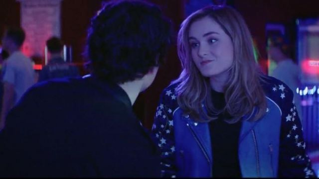 Jacket two-tone star of Veronica Sawyer (Grace Victoria Cox) seen in Heathers (Season 1 Episode 2)