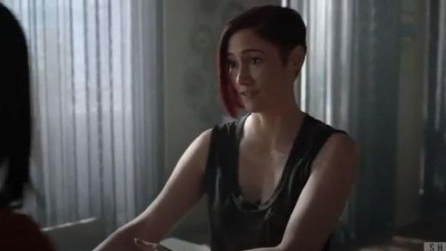 James perse grey pocket front tank top outfit worn by Alex Danvers (Chyler Leigh) in Supergirl Season 05 Episode 02 - TV Show Outfits and Products