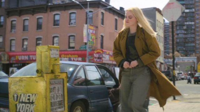 Jean khaki Annie Landsberg (Emma Stone) seen in Maniac (Season 1 Episode 1) - TV Show Outfits and Products