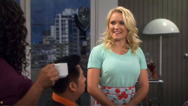 Jessie Steele Kitchen Cherry Courtney Apron outfit worn by Gabi Diamond (Emily Osment) in Young & Hungry (S01E09) - TV Show Outfits and Products