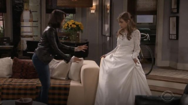 Fashion Trends 2021: Joe's Jeans Charlie Ankle Blondie Raw Hem Jeans outfit seen on Clem (Nina Dobrev) in Fam S01E01