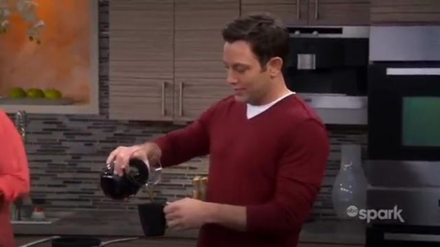 John Varvatos Star USA Long Sleeve V Neck Sweater outfit worn by Josh Kaminski (Jonathan Sadowski) in Young & Hungry (S02E01) - TV Show Outfits and Products