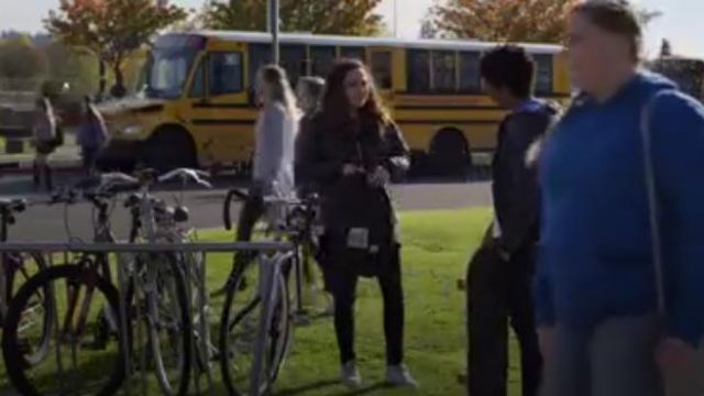 LEVI'S Mile High Super Skinny Jeans outfit worn by Moe Truax (Kiana Madeira) in Trinkets (S01E06) - TV Show Outfits and Products