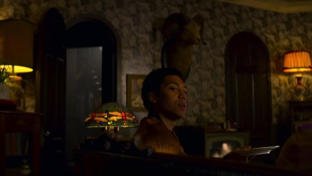 Lamp Tiffany year background of Ambrose Spellman (Chance Perdomo) seen in The New Adventures of Sabrina Season 1 Episode 8 - TV Show Outfits and Products