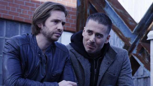 Leather jacket of James Cole (Aaron Stanford) seen in 12 Monkeys Season 3 Episode 3 - TV Show Outfits and Products