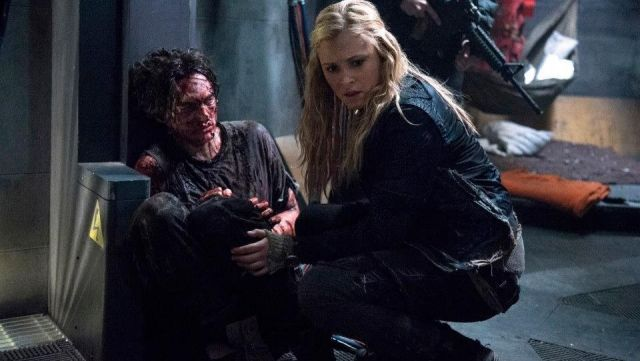 Fashion Trends 2021: Leather jacket outfit worn by Clarke Griffin (Eliza Taylor-Cotter) seen in The 100 (Season 1E10)