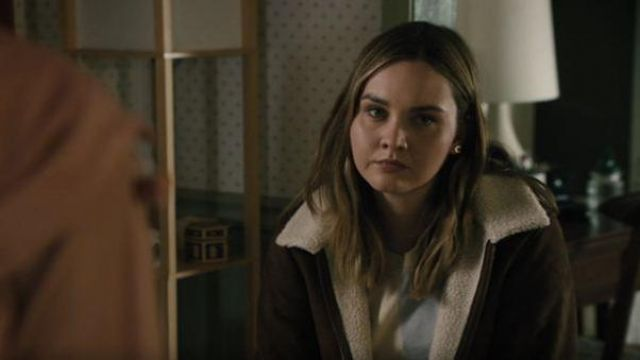 Levi's Brown suede fur collar bomber jacket outfit worn by McKenna Brady (Liana Liberato) in Light as a Feather Season 02 Episode 09 - TV Show Outfits and Products