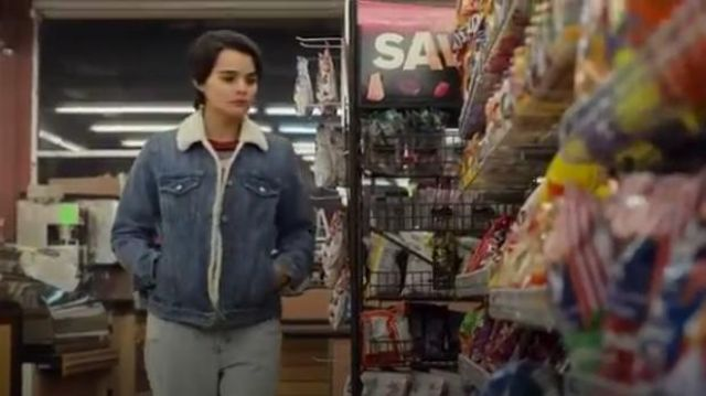 Levi's Ex-Boyfriend Sherpa Trucker Jacket outfit worn by Elodie Davis (Brianna Hildebrand) in Trinkets (S01E01) - TV Show Outfits and Products