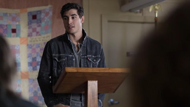 Levi's Black Denim Jacket outfit worn by Luka Novak (Henry Zaga) in Trinkets (S01E02) - TV Show Outfits and Products